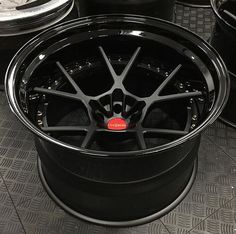 More #sema #wheelporn here with this new design from @rotiform. We have already covered how crazy this time of year is for people building cars but it is equally as crazy for the #wheel companies. They not only have produce new & exciting #wheels for...