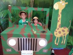 Our NH church VBS safari jeep made out of a TV box, paint and tap lights Safari Party, Jungle Theme Parties, Jungle Theme Birthday, Jungle Party, Jungle Theme Cakes, Safari Photo Booth, Safari Thema, Safari Jeep, Jungle Scene