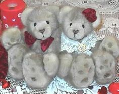 Valentine mink teddy bears handmade from vintage coat Teddy Bear Toys, Teddy Bears, Green Recycling, Memory Crafts, Bear Valentines, Fur Stole, Old Clothes, Doll Toys, Dolls
