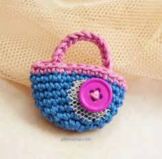 Sweet Lil' Miniature Handbag: free crochet pattern