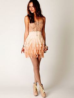Feather skirt... i like this skirt but think it would be wayyy more comfy if it was a jersey knit with fringe.