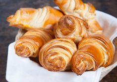 Vajas croissant | Varga Gábor (ApróSéf) receptje - Cookpad receptek Hungarian Cake, Hungarian Recipes, Bread Dough Recipe, Croissant Recipe, Winter Food, Creative Food, Bread Baking, Food To Make, Food And Drink