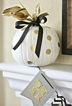 15 Glam Pumpkin Designs For A Glitzy Fall And Halloween Décor