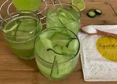 Okurková limonáda báječně osvěží a dodá tělu živiny. Díky přírodnímu březovému cukru má podstatně méně kalorií a více chrání zuby. Chcete jednoduchý recept? Menu, Vegetables, Food, Menu Board Design, Essen, Vegetable Recipes, Meals, Yemek, Veggies