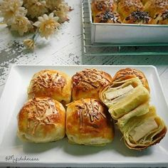 No photo description available. Puff And Pie, Roti Bread, Bread Recipes, Cooking Recipes, Choux Pastry, Indonesian Food, Indonesian Recipes, Brownie Cake, Dinner Rolls