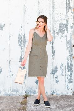 Utility dress for the weekend + a hassle-free clutch