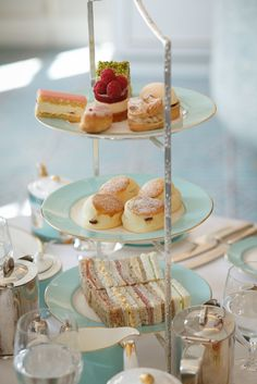 Afternoon Tea at Fortnum & Mason. (Tea sandwiches on the bottom layer of the stand, scones in the middle, and sweet desserts on the top tray. Afternoon Tea Parties, Fortnum And Mason, Tea Sandwiches, Finger Sandwiches, Cucumber Sandwiches, Food Test, Tea Service, My Tea, Tea Recipes