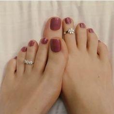Beautiful woman's feet with purple nails polish # Feet # Foot fetish group # Foot fetish . - Zehen Ringe - Best Nail World Pretty Toe Nails, Cute Toe Nails, Cute Toes, Pretty Toes, Black Toe Nails, Purple Nail Polish, Purple Nails, Toe Ring Designs, Toe Nail Color