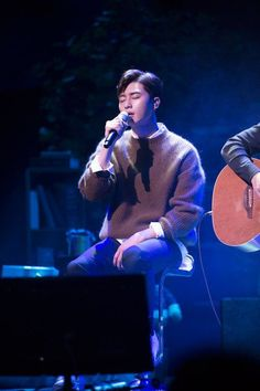 Park Seo Joon serenades 2,500 fans during his first international fanmeeting