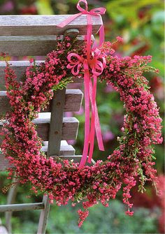 Purple-pink heather wreath - would look so pretty as a pew end, chair back decoration, for bridesmaids to carry - or wear! Pink Wreath, Floral Wreath, Fresh Wreath, Berry Wreath, Couronne Diy, Fleur Design, Deco Floral, Wreath Crafts, Summer Wreath
