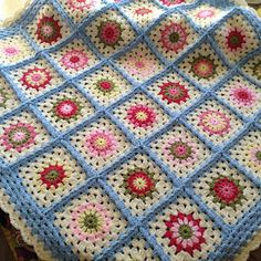 Lullaby Lodge: Crochet Tutorial - The Granny Flower Square