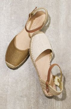✔️classic espadrilles, perfect for a summer wedding. I bought these last year in gold, on sale. Pretty Shoes, Cute Shoes, Me Too Shoes, Espadrille Sandals, Shoes Sandals, Shoes Sneakers, Shoe Wardrobe, All About Shoes, Wedges