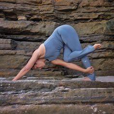 4 Basic Yoga Poses With Instructions Yoga Inspiration, Yoga Fitness, Body Women, Pilates, Basic Yoga, Simple Yoga, Yoga Photos, Yoga Positions, Exercises