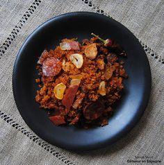 #Tapa #espagnola de 'migas de pastor' (miettes de pan avec du chorizo, jambon serrano et paprika 'de La Vera' / #Spanish #food