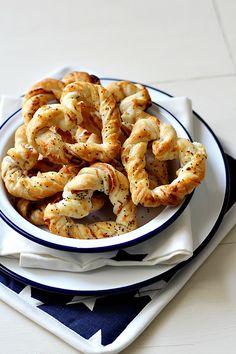 Schinken-Blätterteig-Herzen. German - Ham pretzels
