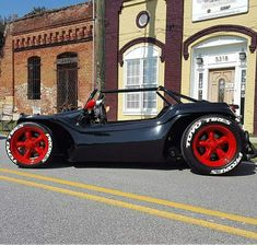 Cars Discover Volkswagen beetles mostly black Vw Beach, Beach Buggy, Vw Dune Buggy, Dune Buggies, Voitures Hot Wheels, Auto Gif, Vw Cabrio, Sand Rail, Roadster