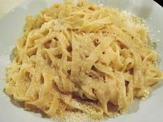 Pasta with garlic sauce from one pot - Pasta with garlic sauce from one pot - Garlic Pasta, Garlic Sauce, One Pot Pasta, Cooking Recipes, Healthy Recipes, Macaroni And Cheese, Spaghetti, Food And Drink, Dinner