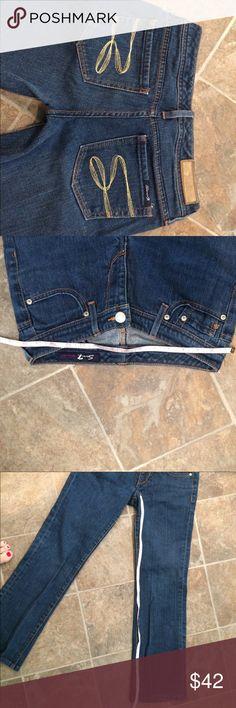 """Seven7 women's jeans VGUC Seven7 jeans Size 26 - Waist is 28"""" - Inseam is 28"""". Excellent condition. Seven7 Jeans Boot Cut"""