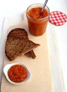 Ketchup maken is niet slechts een sausje van gepureerde tomaten. Als je goed proeft, haal je de zoet zure tinten en de specerijen er wel uit.