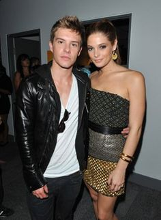Xavier Samuel and Ashley Greene Peter Mooney, Xavier Samuel, Pretty People, Picture Photo, Hot Guys, Leather Skirt, Victoria, Hollywood, Celebs