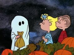 It's the Great Pumpkin, Charlie Brown -- Linus waits in the pumpkin patch for the elusive Halloween symbol. Snoopy Halloween, Retro Halloween, Charlie Brown Halloween, Charlie Brown And Snoopy, Halloween 2020, Fall Halloween, Happy Halloween, Halloween Pics, Cute Fall Wallpaper