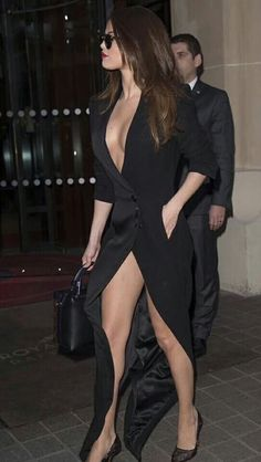 Selena Gomez in Black Dress Leaving Hotel in Paris, Selena Gomez, International Celebrities Selena Gomez Fotos, Selena Gomez Style, Selena Gomez Clothes, Sexy Dresses, Look Fashion, Fashion Models, Paris Fashion, Fashion Beauty, Actrices Sexy