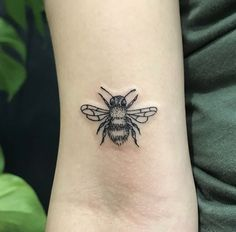 BEE Tattoo // @_____tukoi_____ on Instagram #TattooYou