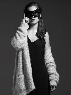 B&S Formación. Proyecto de Moda, Fotografía: David Vellisca Peluquería, Maquillaje y Estilismo: Nadia Sabán Abril 2015 Alumna Técnico Superior Asesoría de Imagen Personal. Colaboración IES La Marxadella
