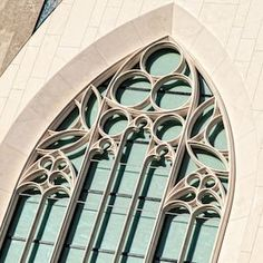 La piedra natural y el vidrio dominan la fachada del nuevo edificio de la Universidad de Leipzig