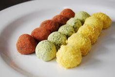 경단(gyeongdan) / Sweet Rice Balls  Sticky rice balls, rolled in cinnamon, black sesame, or soybean powder.