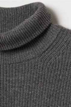Polo-neck jumper in a soft, rib-knit cashmere blend with long sleeves and wide ribbing at the cuffs and hem. Polo Neck, Rib Knit, Turtleneck, Fashion Online, Jumper, Cashmere, Knitting, Lady, Long Sleeve