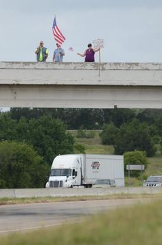 @WaxahachieNews Immigration and border protesters occupy the FM1446 overpass at IH35E for a second straight day. pic.twitter.com/eQSAxfr1je