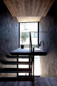 Modern staircase in an extremely narrow house in Tokyo, Japan by YUUA Architects Patio Interior, Interior And Exterior, Interior Design, Tokyo Neighborhoods, House Tokyo, Architecture Design, Compact House, Narrow House, Minimal Home