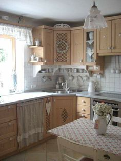 Corner sink with cabinets next to window. makes great use of awkward space for a small kitchen Corner Sink Kitchen, Kitchen Time, Kitchen Dining, Kitchen Decor, Kitchen Grey, Cottage Kitchens, Home Kitchens, Shabby Chic Cottage, Cottage Style