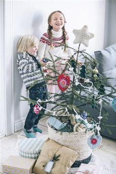 Tema 40: 20a og b (tøfler) Hjerte girlander (og tøfler) #jul #strikk #christmas #knit