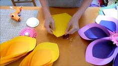 Giant paper flower tutorial. Hawaiian paper flowers for Moana inspired party. Tropical luau party decor ideas. Create a tropical paper flower backdrop for your next party!