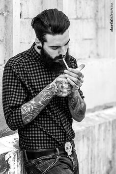 Edwar Tiger Photo: David Alvarez - an andorran boy Hipster Fashion, Urban Fashion, Mens Fashion, Man Smoking, David Alvarez, Hair And Beard Styles, Hair Styles, Barber Shop, Beard Tattoo