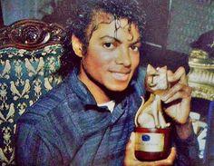 Remember: Michael Jackson reçoit un Telegatto, 1983 The Jackson Five, Jackson Family, Michael Jackson Bad Era, Michael Jackson Thriller, I Call Your Name, The Jacksons, King Of Music, History Books, My King