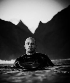 Kelly Slater Photo by Brent Bielmann Surf Style Men, Kelly Slater, Peaceful Places, Lifestyle Clothing, Surfs Up, Jon Snow, Eye Candy, Surfing, Superhero