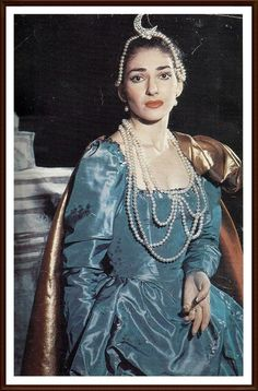 Maria Callas -1957   1 giugno Milano Teatro alla Scala   Ifigenia in Tauride   Altri interpreti: Francesco Albanese (Pilade) Anselmo Colzani (Toante) Fiorenza Cossotto (Artemide) Dino Dondi (Oreste)   Nino Sanzogno (Direttore)   Luchino Visconti (Regia)