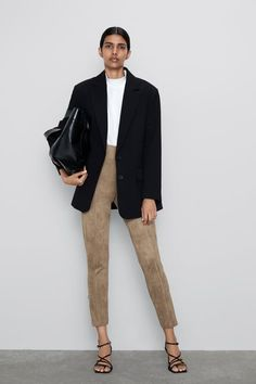 10 Affordable Places Women Actually Buy Going-Out Clothes Legging Outfits, Suede Outfits, Floral Print Pants, Printed Pants, Camel Leggings, Camel Pants Outfit, Trousers Women, Pants For Women, Women's Trousers