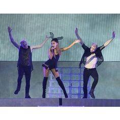 Ariana Grande's concert isn't 'Problem'-free