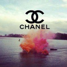 Si le monde n'aurais pas exister alors la mode ne serait pas née si la ne serait pas née alors Chanel n'aurais jamais exister  Coco Chanel