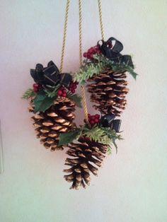 Christmas Star, Christmas Holidays, Christmas Wreaths, Christmas Crafts, Merry Christmas, Pine Cone Crafts, Xmas Decorations, Pine Cones, Flower Arrangements
