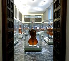 Meet the director general of Museo del Violino at Experience Italy!