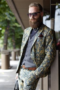 If the paisley necktie isn't bold enough? Then how about en entire suit featuring this bold print?