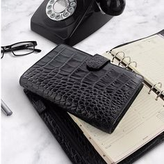 Official FilofaxusaさんはInstagramを利用しています:「You can't beat a classic... The sumptuously soft Classic Croc and elegant Heritage Organiser now available in black... #filofax…」