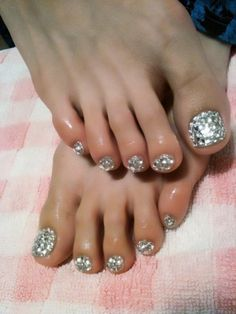 Big chunky bling bling on the toes! Achieve this by layering your sparkle polish and adding a couple gems. Don't forget to seal with a topcoat! - myspainpickering.