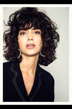 Lots of celebrities these days sport short curly hair styles, but some of them really stand out. When we think of curly short hair, the image of AnnaLynne Curly Hair Styles, Curly Hair With Bangs, Curly Hair Cuts, Short Curly Hair, Medium Hair Styles, Wavy Hair, Hair Bangs, Kinky Hair, Curly Shag Haircut