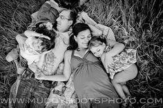 family maternity pose... maternity photography